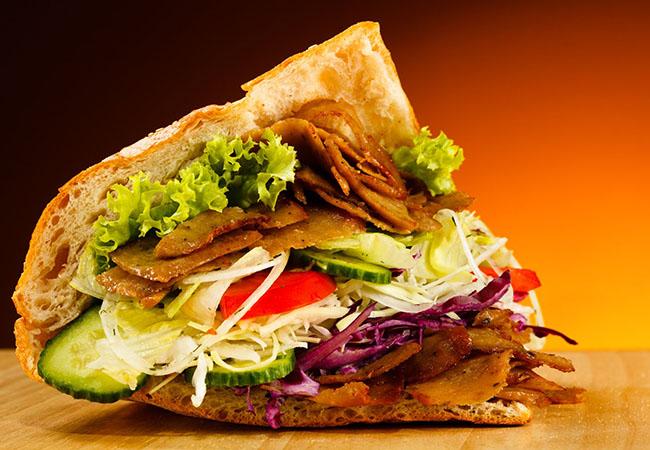 Bánh mì doner kebab là bữa ăn sáng gọn nhẹ