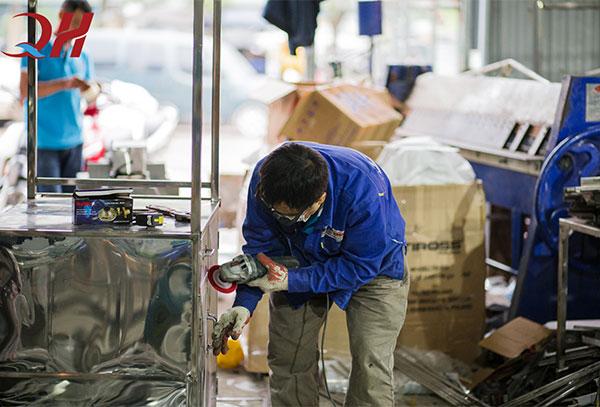 Xưởng sản xuất công ty thiết bị bếp việt Quang Huy