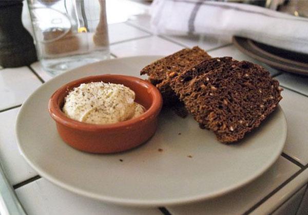 Ăn bánh mì đen giúp kiểm soát trọng lượng, calo cơ thể