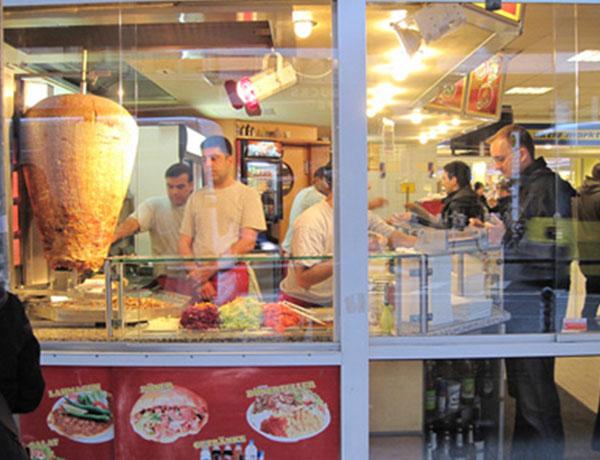 Cửa hàng bán bánh mì doner kebab