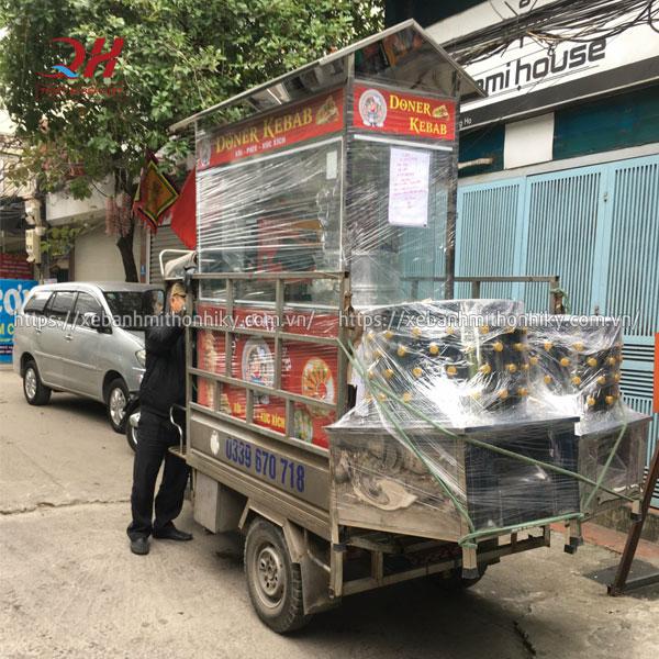 Quang Huy giao xe bánh mì cho khách hàng