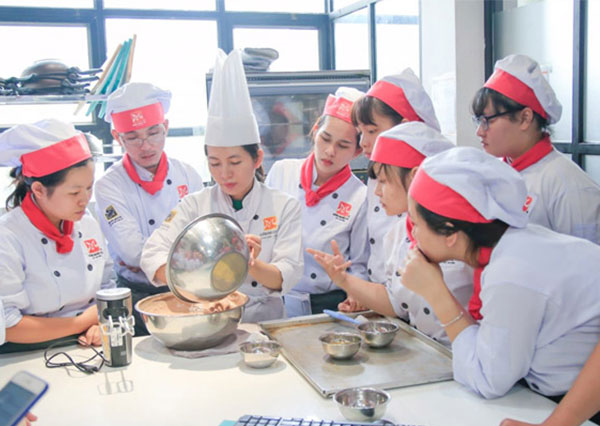 Học làm bánh tại hướng nghiệp Á Âu Sài Gòn