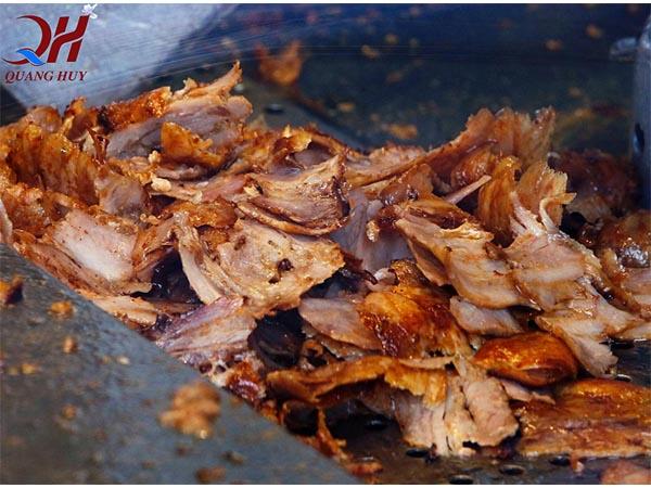 Cắt thịt đều bằng máy cắt thịt chỉ trong tích tắc