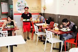 Chi phí thuê nhân viên phục vụ bàn?