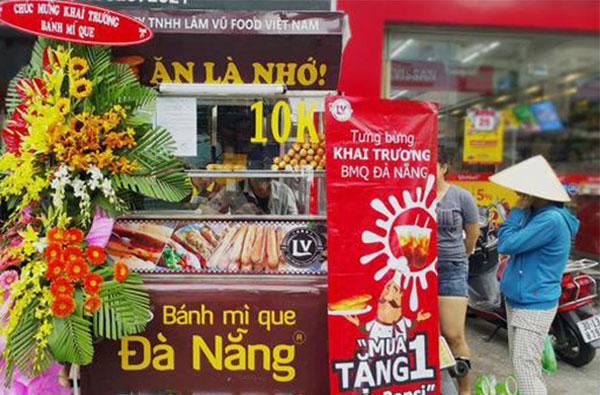 Bán bánh mì que Đà Nẵng hút khách