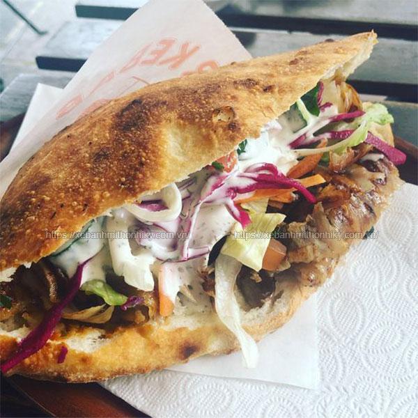 Bánh mì Doner Kebab thịt nướng thơm ngon
