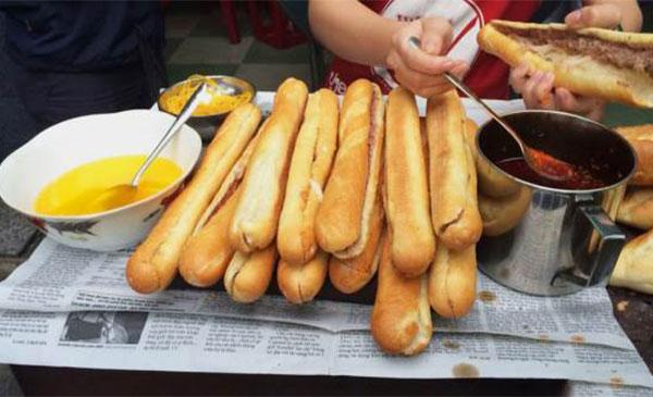 Bánh mì que Huỳnh Tịnh Của