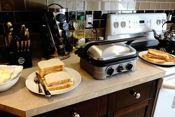 Máy kẹp bánh mì bảo quản an toàn