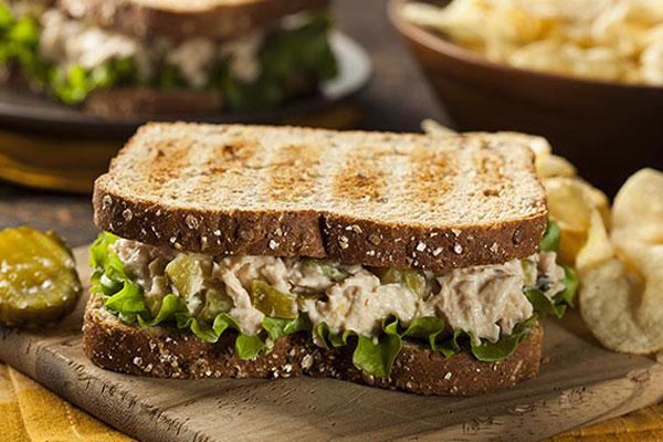 Sanwich bánh mì đen