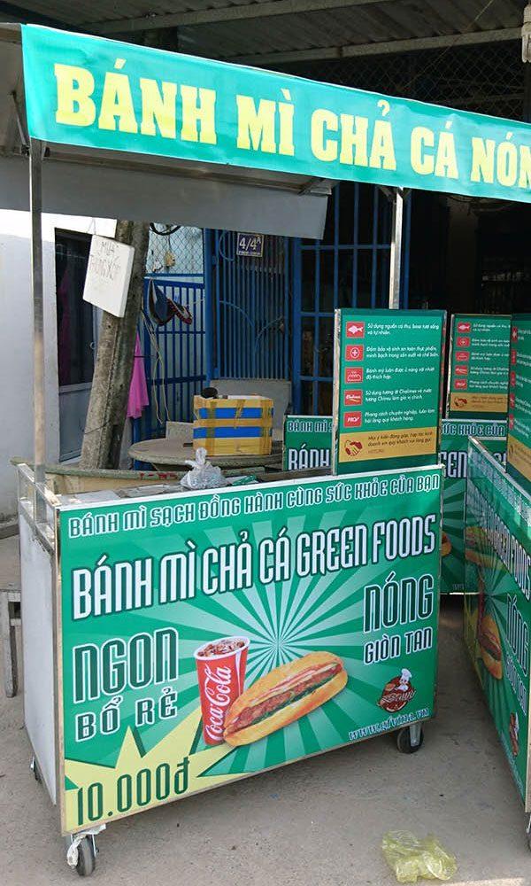 Xe bánh mì chả cá nóng Quang Huy