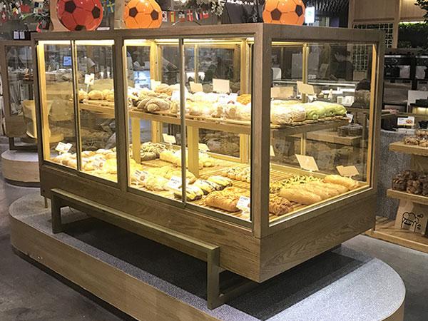 Thiết kế tủ trưng bày bánh mì đẹp