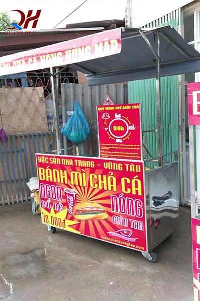 Xe bán bánh mì chả cá Quang Huy