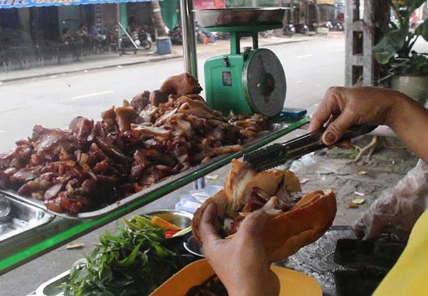 Bánh mì phá lấu Sài Gòn