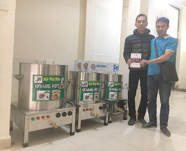 Khách hàng đặt mua nồi phở Quang Huy