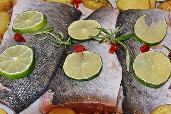 Khử mùi tanh cá bằng chanh