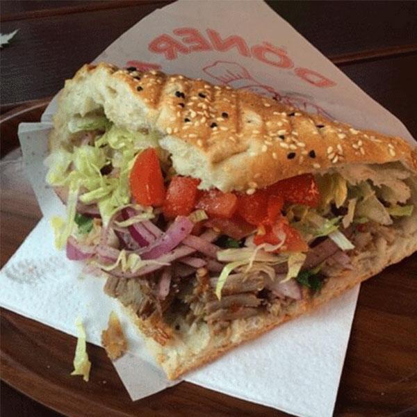 Món bánh mì doner kebab hấp dẫn