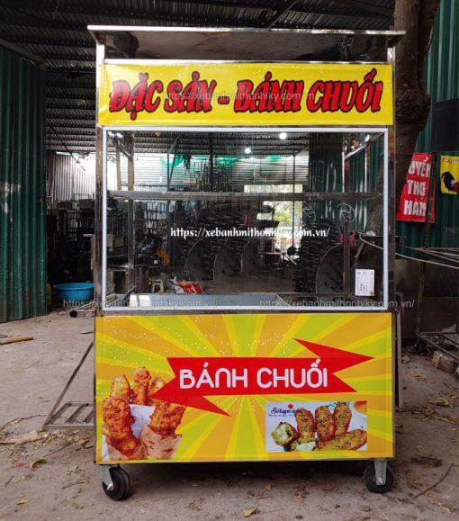 Xe bán bánh chuối chiên tại cơ khí Quang Huy