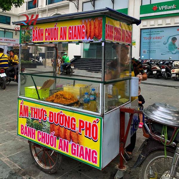 Xe đẩy bán bánh chuối chiên