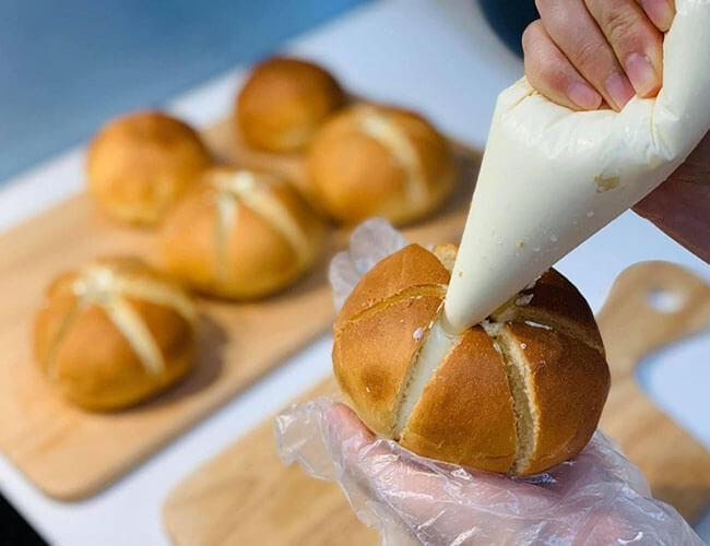 Cách làm bánh mì nướng bơ tỏi siêu ngon