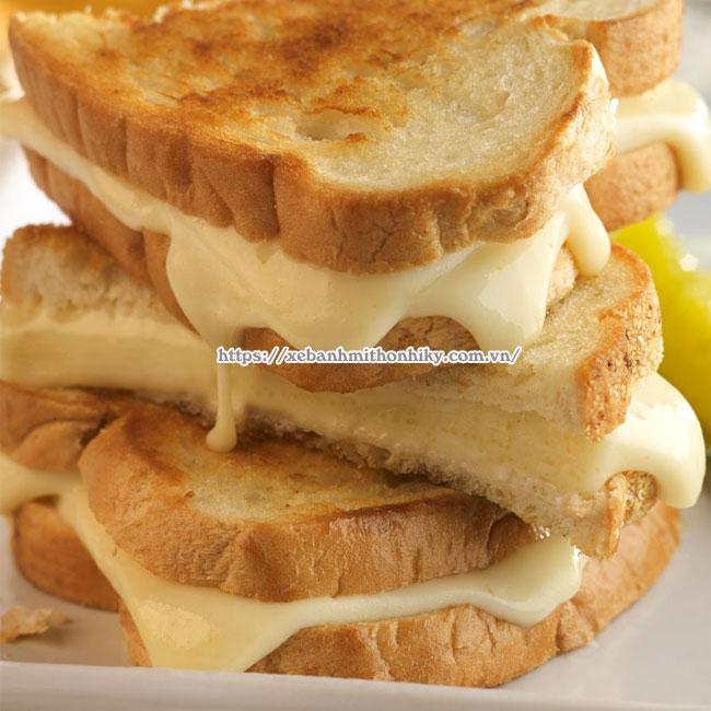 Hoàn thiện món bánh mì phô mai nhân tan chảy