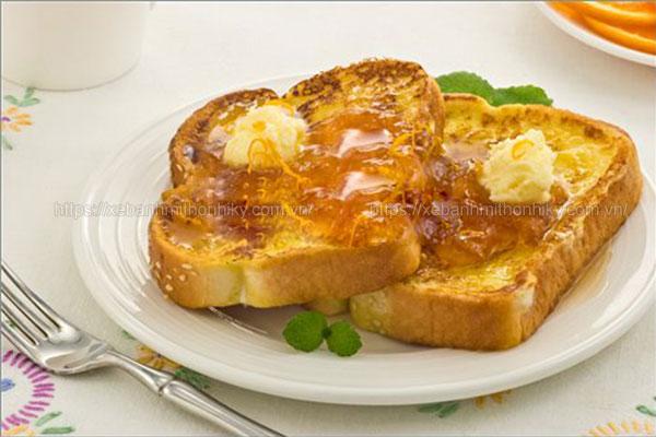 Hoàn thiện món bánh mì nướng bơ đường thơm ngon