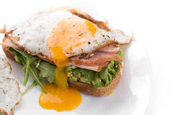 Cách làm bánh mì kẹp trứng dăm bông