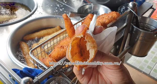 Hoàn thành món bánh chuối chiên giòn rụm đơn giản