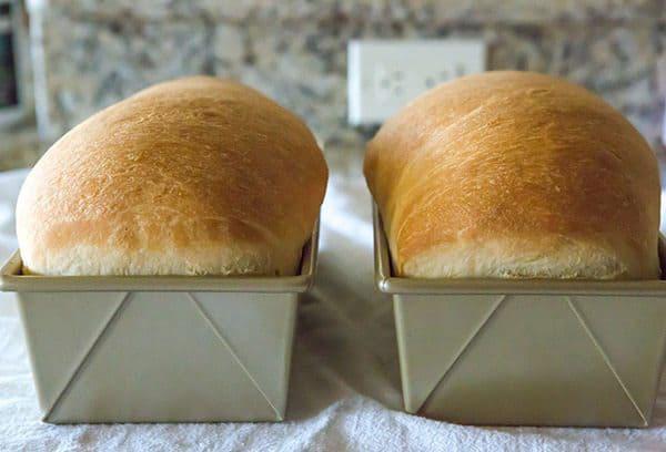 Hoàn thành món bánh mì gối vàng ngon