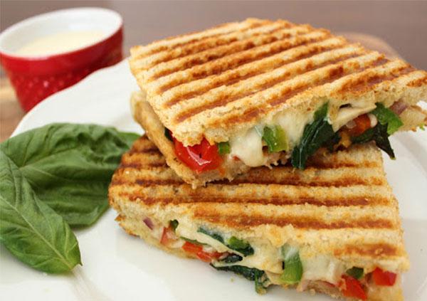 Bánh mì sandwich nóng giòn, thơm ngon