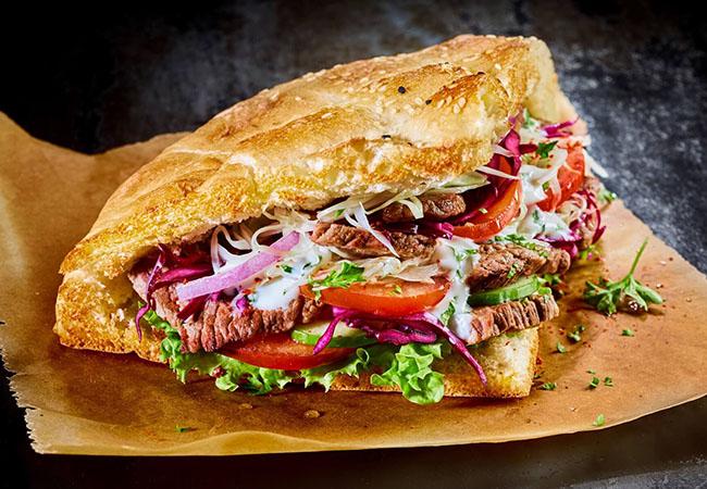 Nên chọn loại máy làm nóng nhanh để có một chiếc bánh mì donner kebab dòn một cách nhanh nhất