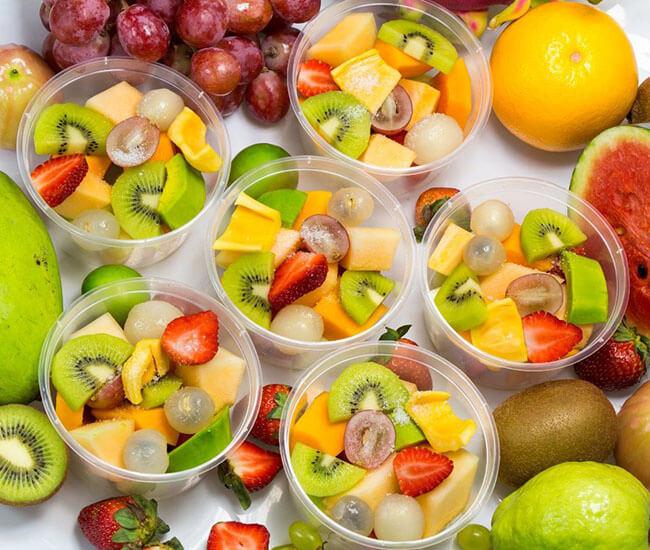 Hoa quả dầm là món ăn ngon mùa hè mà không ai có thể cưỡng lại được