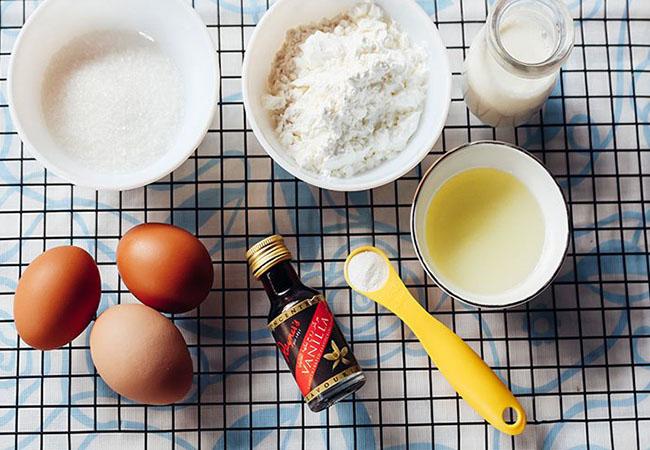 Nguyên liệu làm bánh bông lan vô cùng đơn giản