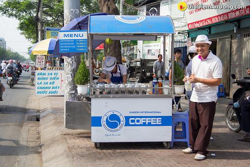 Cafe mang đi có giá thành rẻ nên hút khách hơn
