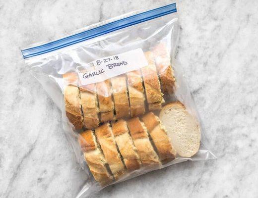 Cách bảo quản bánh mì nóng giòn bằng túi nhựa