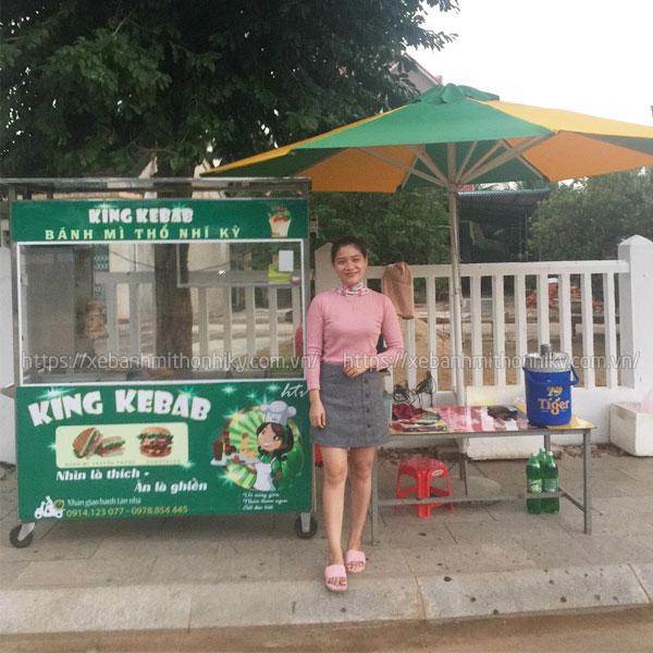 Khách hàng đặt xe bánh mì xôi King Kebab Quang Huy