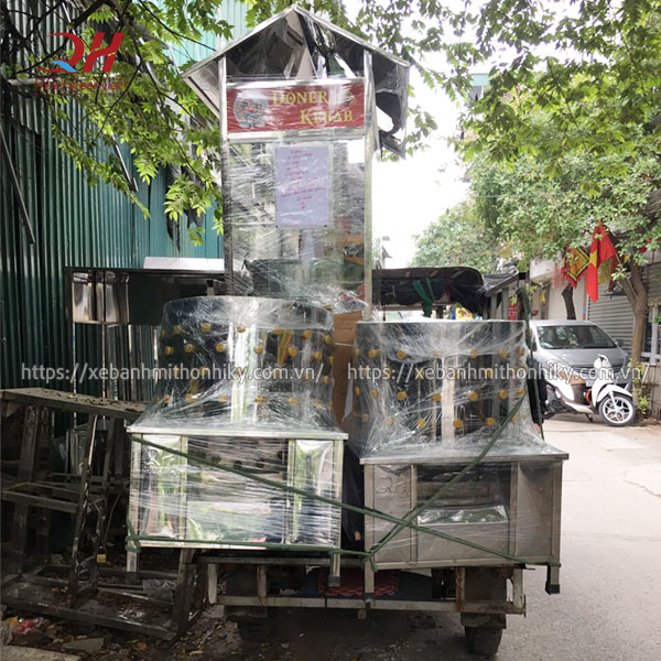 Quang Huy giao xe đẩy bán hàng, máy vặt lông gà vịt cho khách
