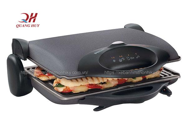 Những ổ bánh mì được làm nóng ngay trong khay kẹp