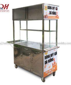 Xe bán bánh mì gà Quang Huy tại xưởng