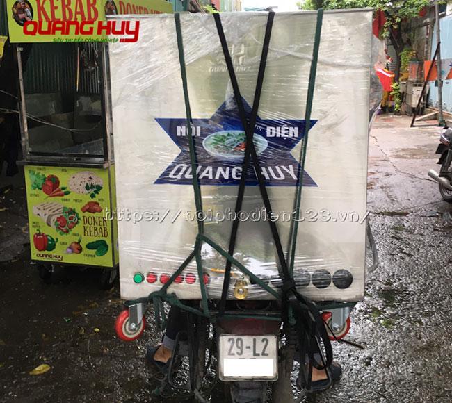 Quang Huy giao nồi luộc bánh chưng cho khách hàng